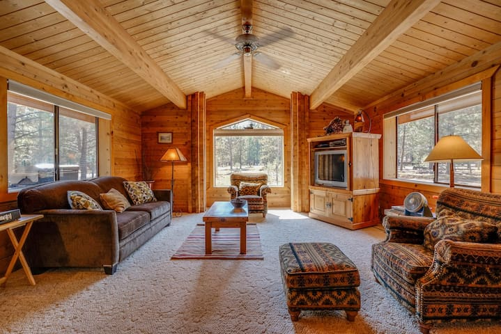 Cozy cabin w/resort attractions like shared pool + private hot tub & fenced yard