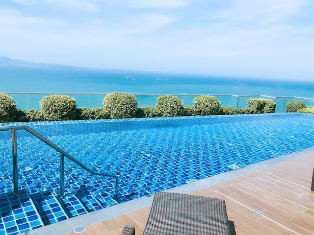 D15 空中无边泳池  无敌海景房,可俯瞰整个芭提雅,躺床上可以看海的房间 【The peak 】