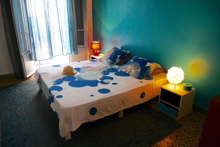 Belle chambre dans grand appartement Hausmanien .