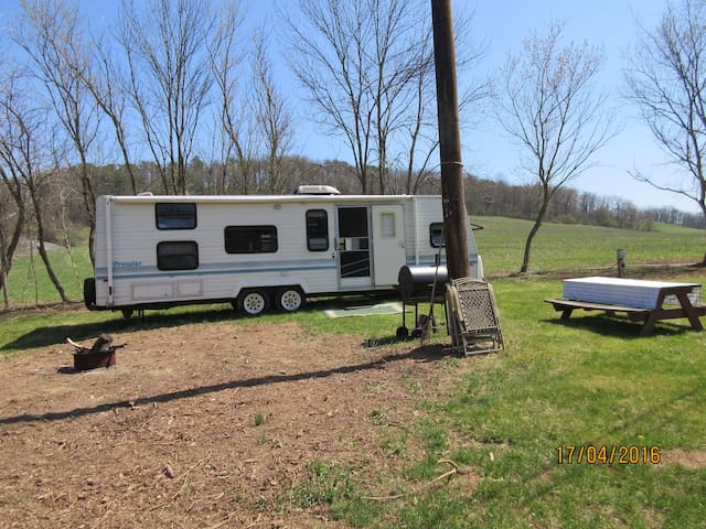 32' Refurbished'93 Prowler w/creek view& fire pit! - Winfield