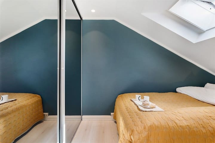 Sleep like a king! Bedroom has a very comfy king size bed (200cm x200cm) so you'll get your batteries loaded for a weekend in Oslo. Make sure to book for 2 people to access the room.