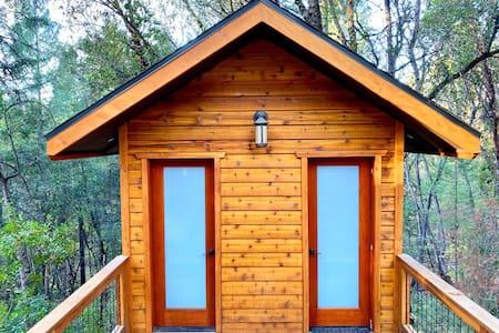 Romantic Forest Cabin Retreat near the Yuba River