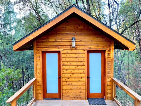 Romantic Forest Getaway & Spa by the Yuba River