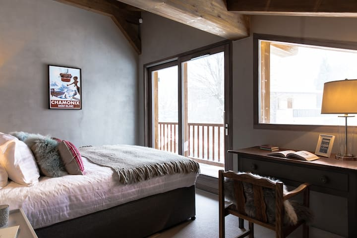 Bedroom 2: Double room (first floor) with en-suite shower room, WC and balcony access with view of Mont Blanc
