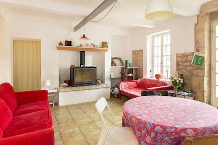 Une chambre dans le Mas - Charleval - House
