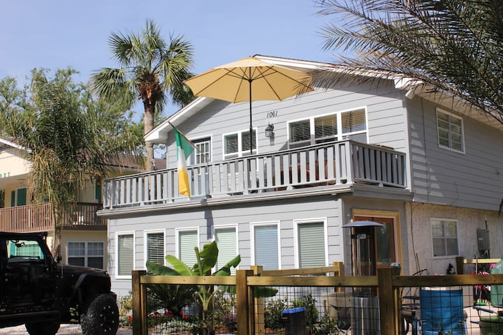 Salt Life Beach Cottage, private deck and patio - Saint Simons Island - Casa