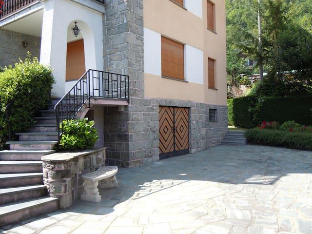 APPARTAMENTO A SAINT VINCENT - SOLE FINO A SERA - Panorama - Byt
