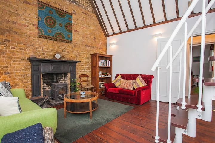 Elegant & Charming 3Bed Flat In Converted Vicarage - London - Apartment