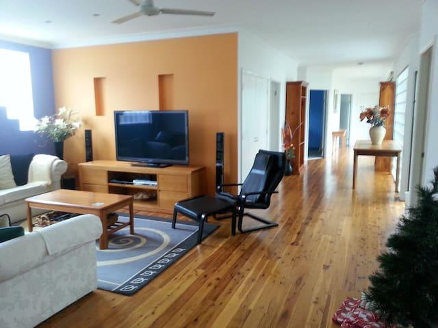 Umina Beach Getaway - 2 guest rooms - Umina Beach - Hus
