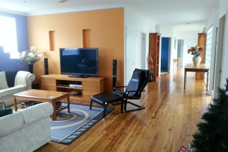 Umina Beach Getaway - 2 guest rooms - Umina Beach - Dom