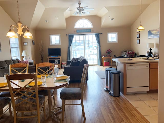 Spacious, Airy, Near-It-All Wildwood Family Condo