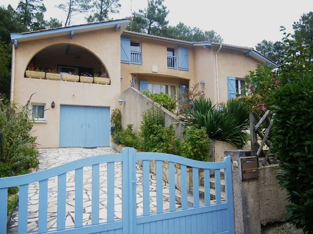 4 bedroom house in Messanges
