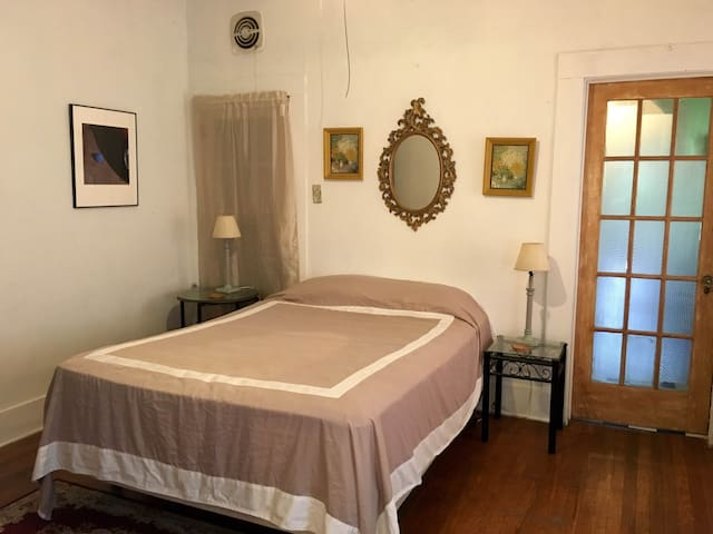 Cozy & clean room with private bath near Downtown - San Antonio - House