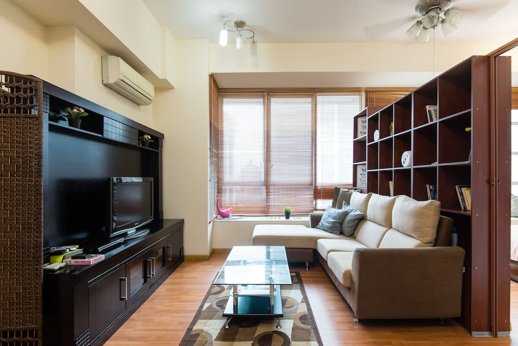 With TV set and equipped with aircond