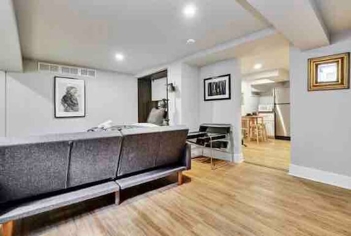 Cozy 1 Bed - Steps to Civic Hopsital