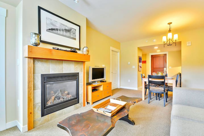 Luxury Ski In/Out In Resort Base Village #4370 - Great Views/Hot Tub/Garage/WiFi - Winter Park - Condominium