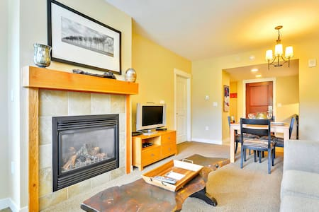 Luxury Ski In/Out In Resort Base Village #4370 - Great Views/Hot Tub/Garage/WiFi - Winter Park - House