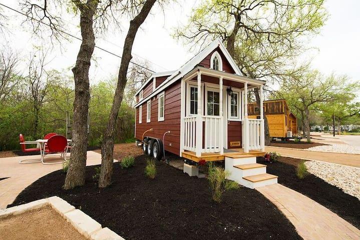 Austin's Original Tiny Home Hotel - Casa Rosa E-18