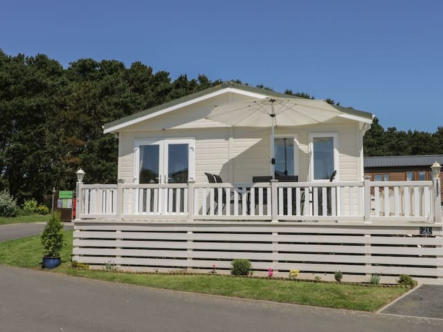 Impeccable 3-Bed Lodge at Cayton Bay Holiday Park