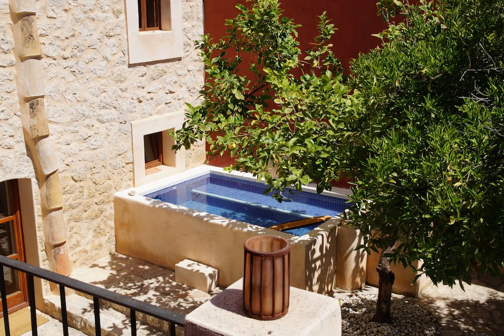 The mini pool to relax and refresh after a hike or a bike tour