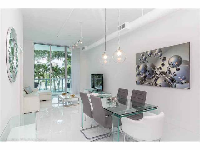 Walking Distance to Aventura Mall and BEACH / - Miami - Apartment