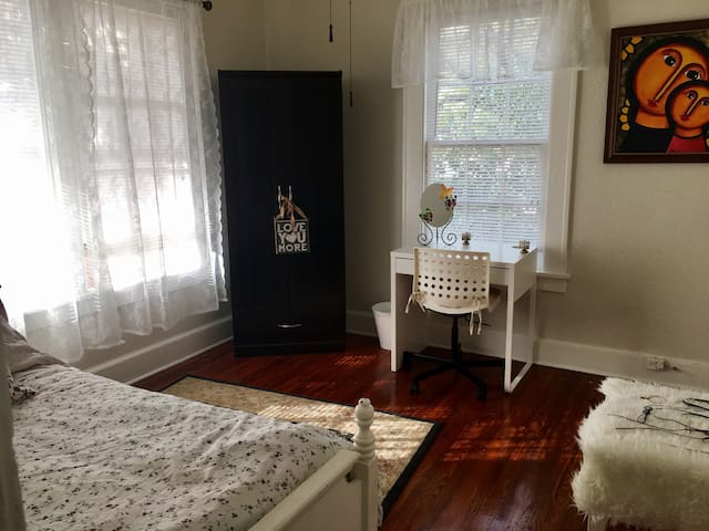 Beautiful 1 bedroom in Historic building - Sanford - Apartmen