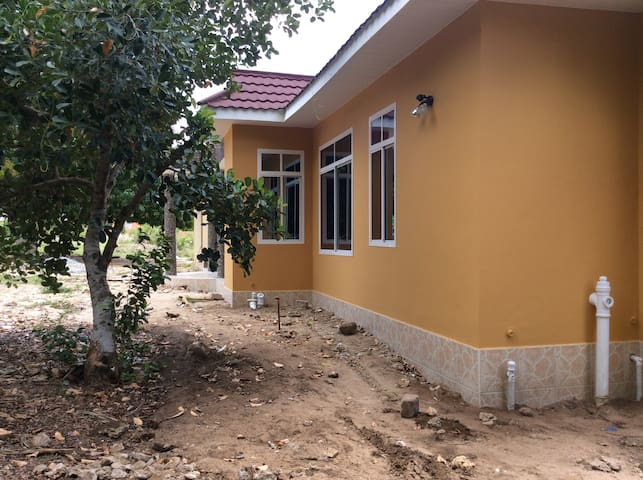 Miembeni inn Bunju Beach, DSM - Dar es Salaam - บ้าน