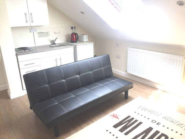 Service Apartment studio -Heathrow airport