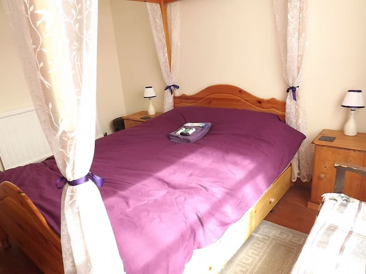 Relax in four poster comfort in Potter Heigham in heart of the Broads