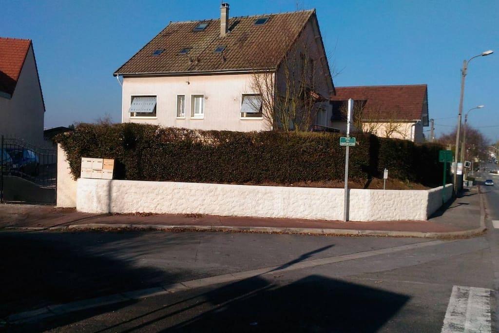 maison vu de la route