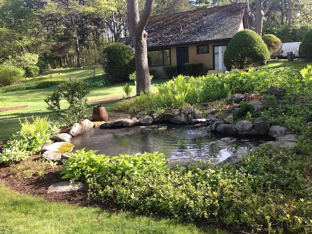 Peaceful, private B & B near beaches and downtown