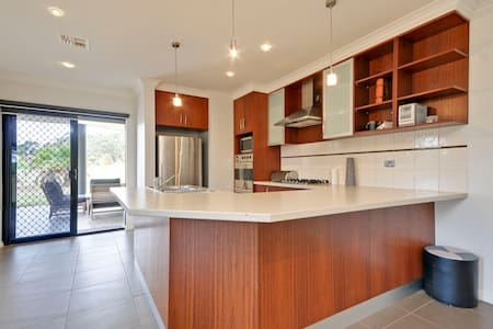 A Country setting with a Modern Twist - Traralgon - Apartment