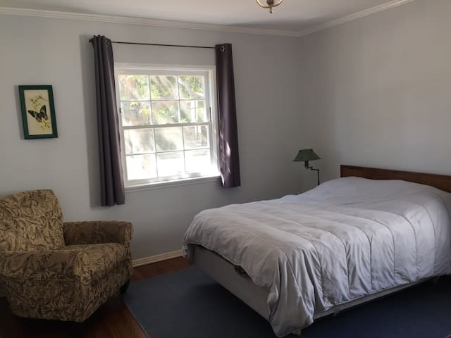 Clean, private bedroom in South Pasadena