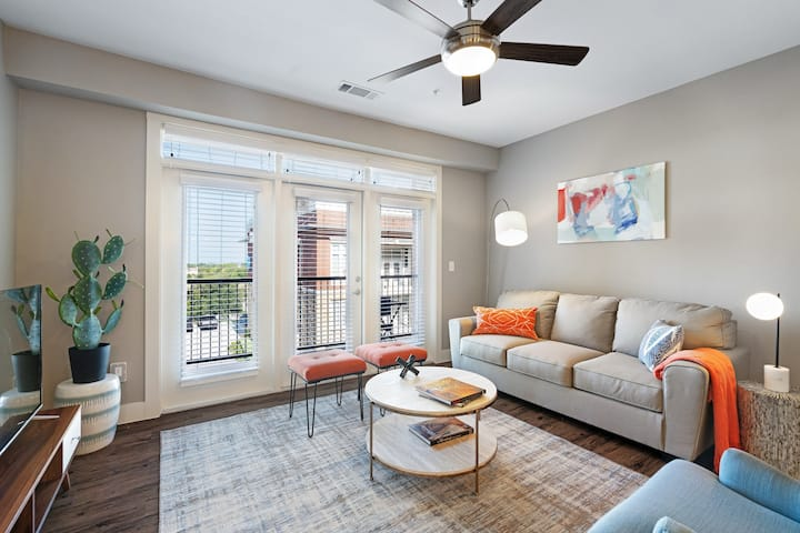 Kasa Frisco 2BD/2BA with Balcony, Walk to Ballpark + Stonebriar Centre