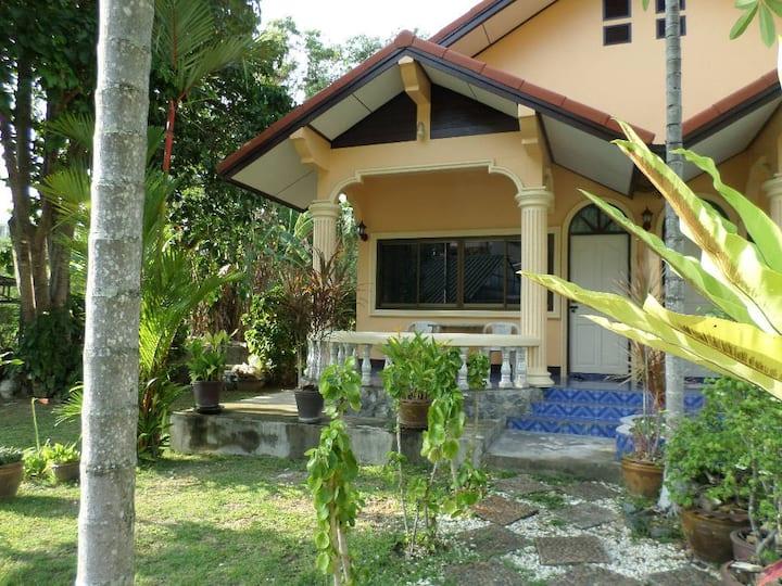 2 bedroom house in Kata area