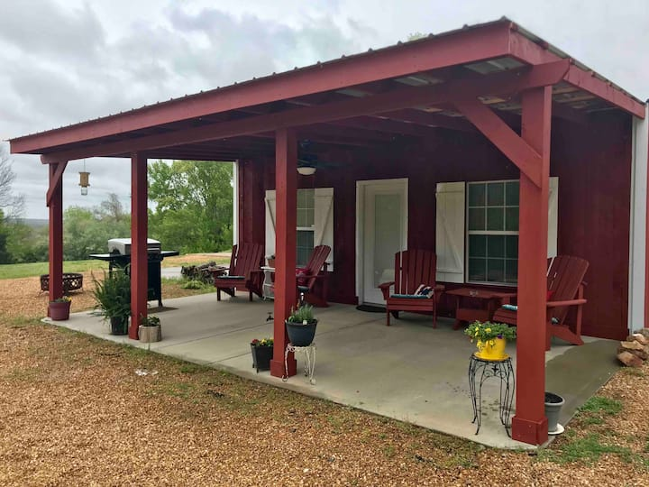 Hunt House Condo- Minutes to Lake & Pet Friendly