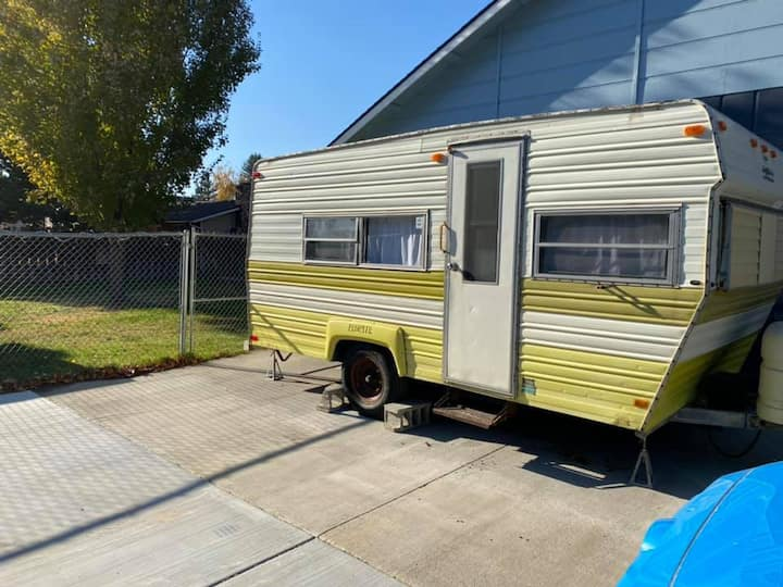 Bright trailer, cozy stay.