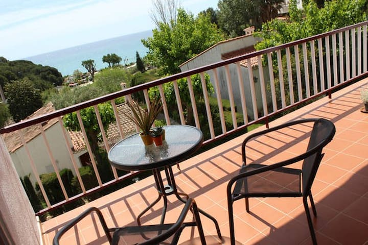 Tranquil Sea View Apartment -3mins walk to beach