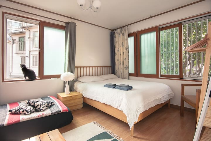 [OPEN SALE] Sky room 5min from Hongik univ stn