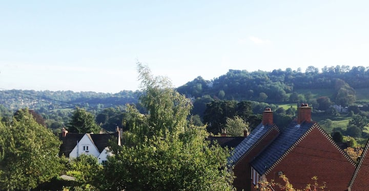 Cotswold views Victorian townhouse central Stroud