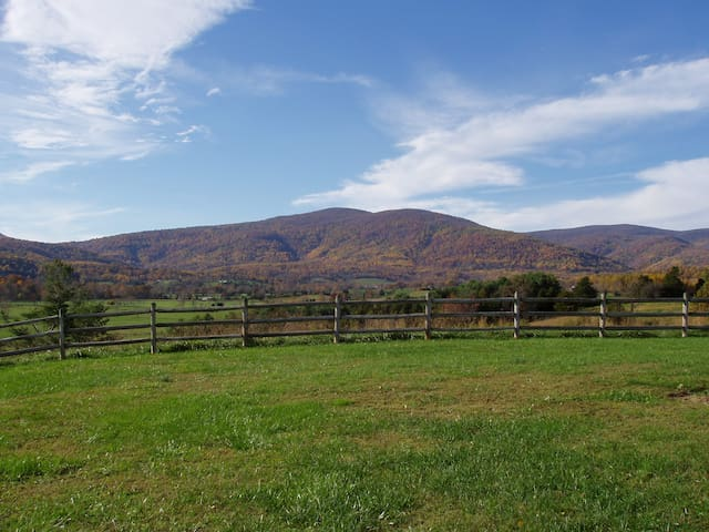 Luxury farm vacation rental-stunning mountain view