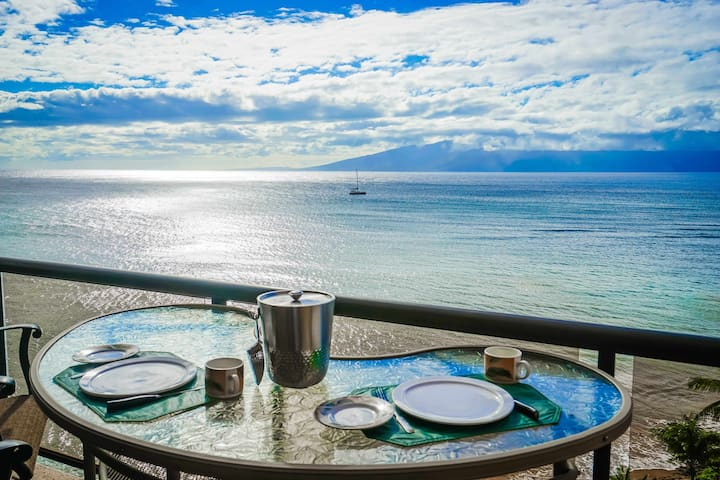 Stunning Oceanfront. Amazing Views. 2 Bed 2 Bath. - Lahaina - Lakás