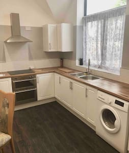 New build annexe, parking & 30minutes from Gatwick