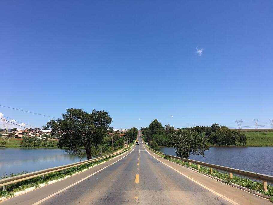 Rodovia pela cidade de Pimenta - MG 050
