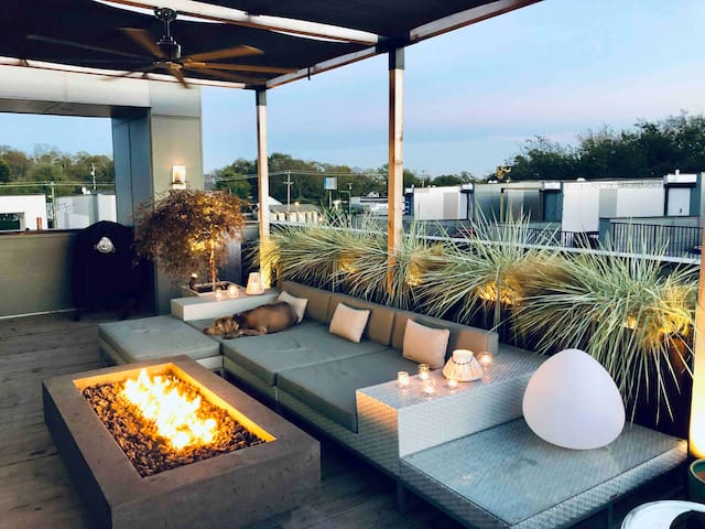 Exclusive Couples Retreat a few miles to Downtown
