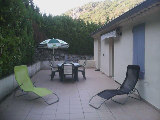 Gîte en Ardèche vallée de l'Eyrieux avec piscine