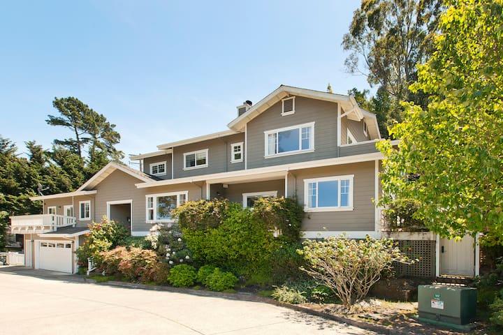 Amazing large 5/4 indoor-outdoor living estate