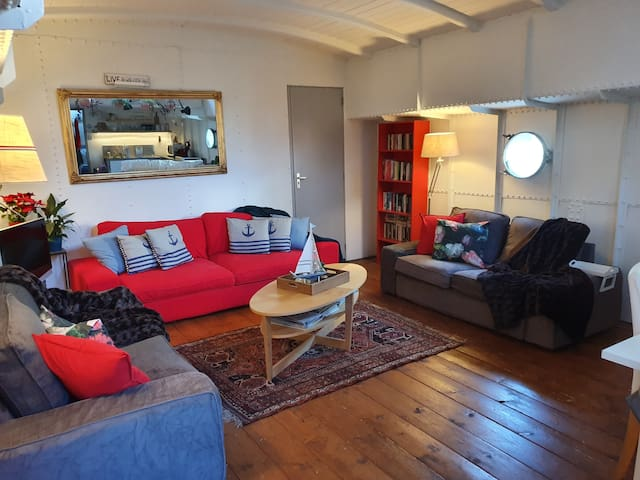"Great Houseboat Holiday Apartment on Ship ""Mizar"""