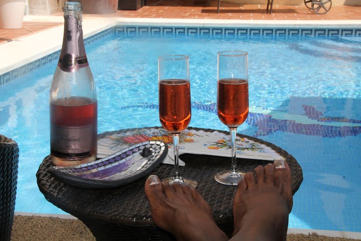 VILLA TROPICAL POOL-BEACH-RESTURANT 5 MIN TO ALL - Fuengirola - Dom