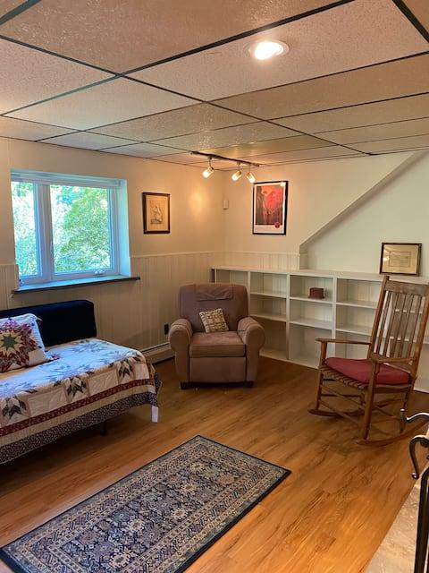 Cozy one-bedroom suite oasis